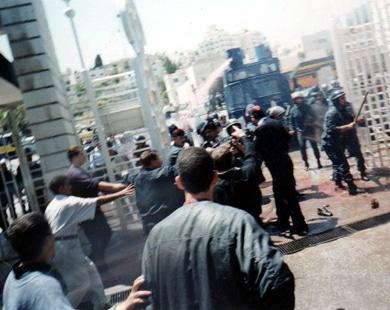 قناة الجزيرة - العنف بالجامعات يقلق الأردنيين